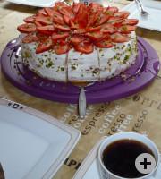 Kaffee und Kuchen beim Dorf- und Backhausfest